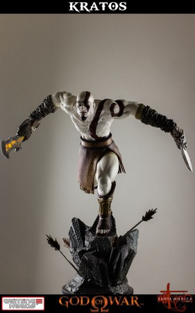 God of War Statue 1/4 Lunging Kratos 48 cm